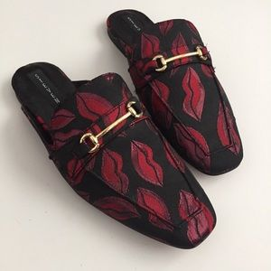 Lip Pattern Slide On Loafers